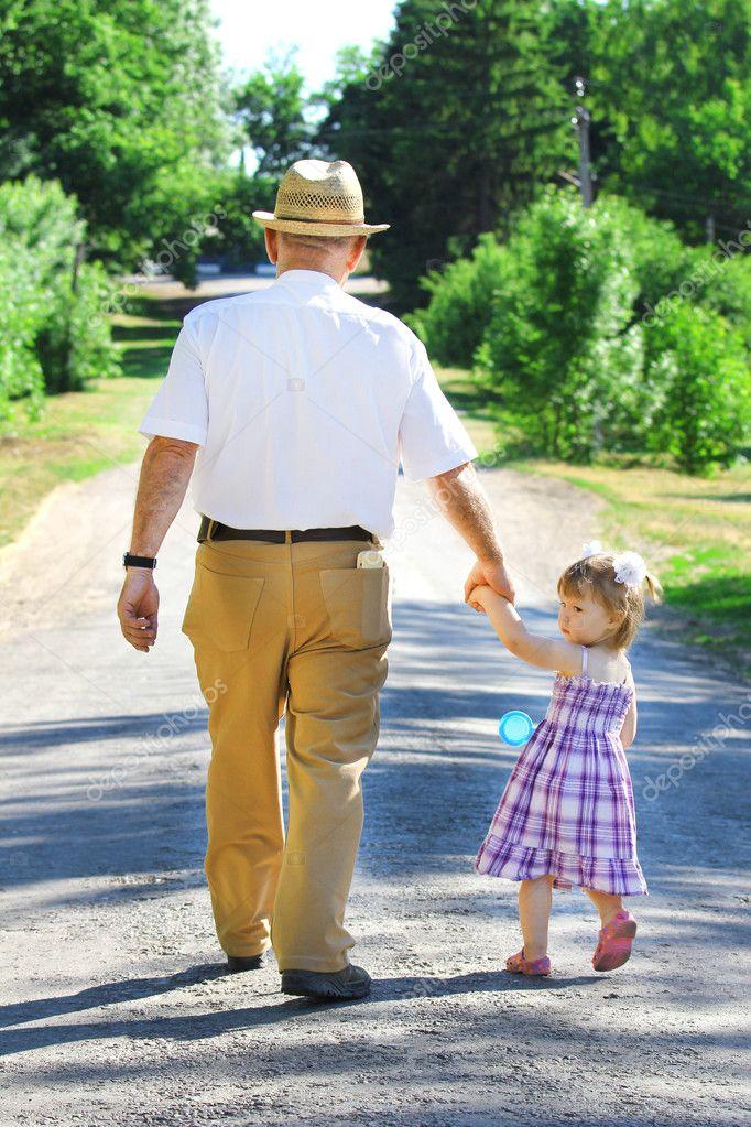 Смотреть как вучка отдатся деду смотреть онлайн фотоография