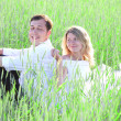 Newlyweds in a field of wheat - Stockfoto