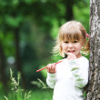 A beautiful little girl with drawing pencils on the nature — Stock Photo