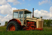 Broken Down tractor in a field. — Stock Photo