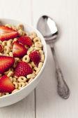 Tazón de cereales de anillo y cuchara — Foto de Stock