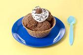 çikolatalı dondurma topingler ile — Stok fotoğraf