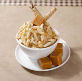 Ice cream with nuts and caramel — Stock Photo