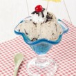 Foto Stock: Cookies and cream ice cream with beach umbrella decoration