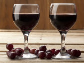 Close up shot of red wine and grapes — Stock Photo