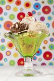 绿色与冰淇淋杯 — 图库照片