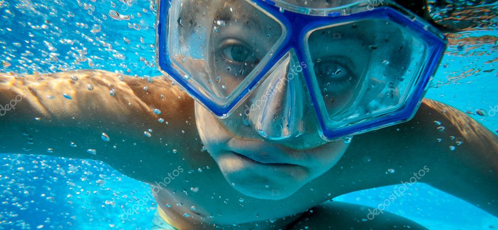 Children Portrait with diving mask — Stock Photo #12371945