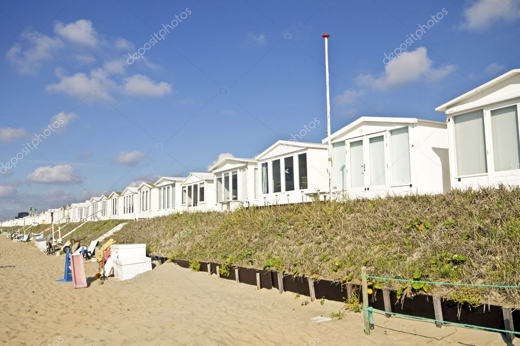 Little beach houses at Zandvoort aan Zee in the Netherlands — Stock Photo #11197159