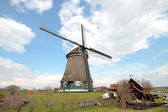 Traditional windmill in dutch landscape in the Netherlands — Stock Photo