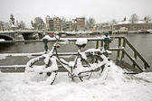 Snowy bicycle in Amsterdam city center the Netherlands — Stock Photo