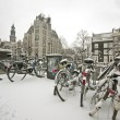 Snowy bikes in the citycenter, Amsterdam — Stockfoto