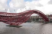 在荷兰的阿姆斯特丹市中心步行桥 — 图库照片