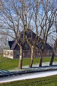 Case tradizionali olandesi nel piccolo villaggio di zaanse schans, i paesi bassi in inverno — Foto Stock