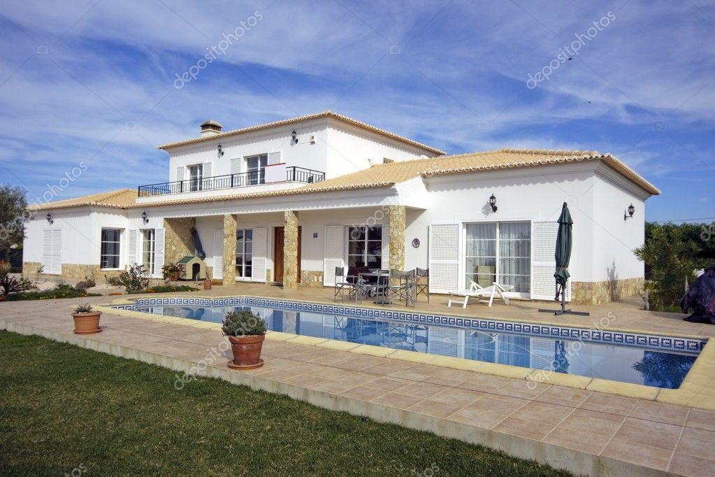 Bella casa di campagna con piscina foto stock nilaya for Piani casa di campagna 2000 piedi quadrati
