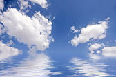 Beautiful cloudshape with sunrays and blue sky — Foto de Stock