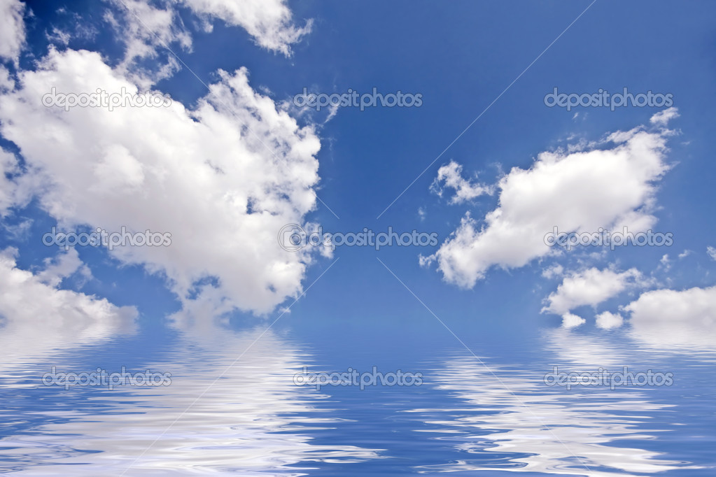 Beautiful cloudshape with sunrays and blue sky — Stock Photo #11455680