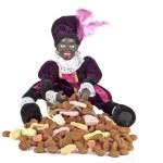 坐在与 gingernuts 和糖果袋上的黑色 piet — 图库照片