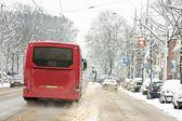 Quitanieves en tormenta de nieve en los países bajos — Foto de Stock