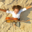 Guitar player on the rocks - Foto Stock