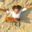 Guitar player on the rocks - Stockfoto