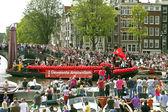 Amsterdam-boot beteiligt sich an der canal parade am gay-pride-wochenende — Stockfoto