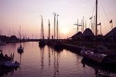 マルケン オランダの港で美しい紫サンセット — ストック写真