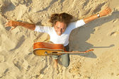 Guitar player on the rocks — Stock Photo