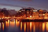 Amsterdã, na holanda, durante a noite — Fotografia Stock