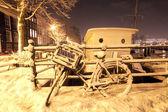 Amsterdam nevado a noite nos países baixos — Foto Stock