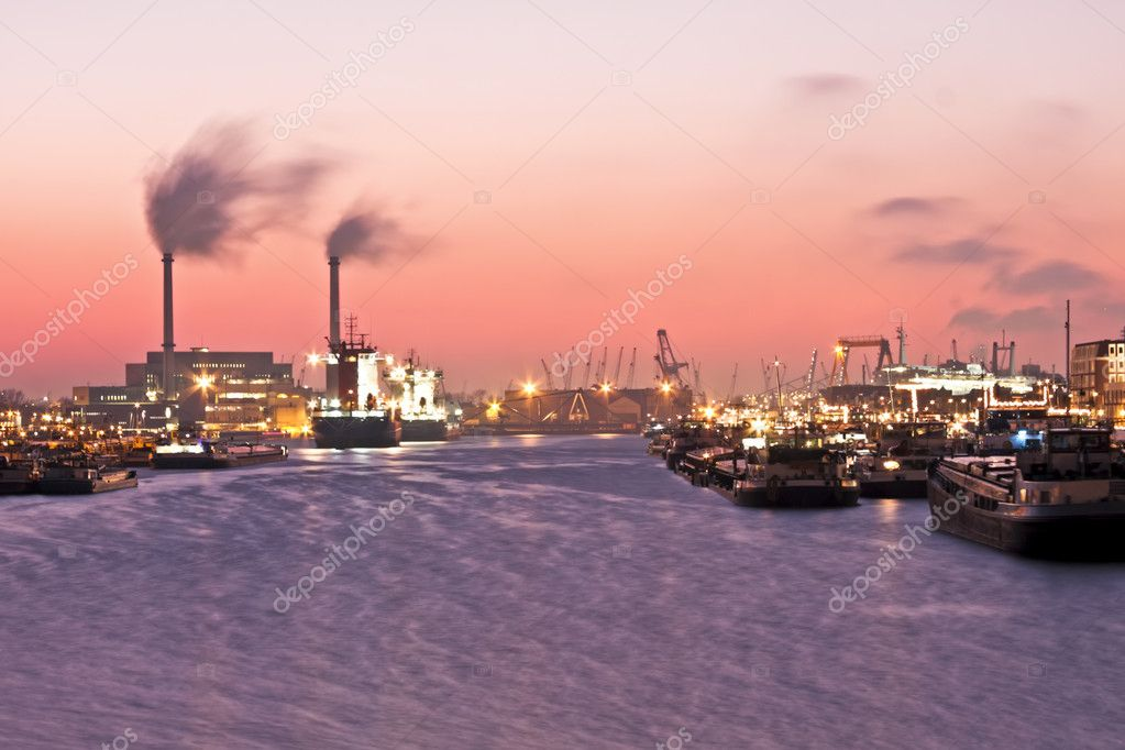 Beautiful sunset in the harbor from Rotterdam in the Netherlands — Stock Photo #11516384