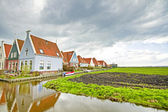 Typically dutch: Houses along canals in the countryside from the — Stock Photo