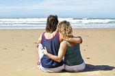 爱在海滩上的情侣 — 图库照片