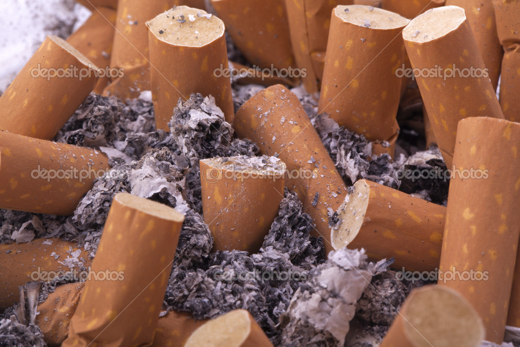 Ashtray full of ash and zigarette filter — Stock Photo #11992727