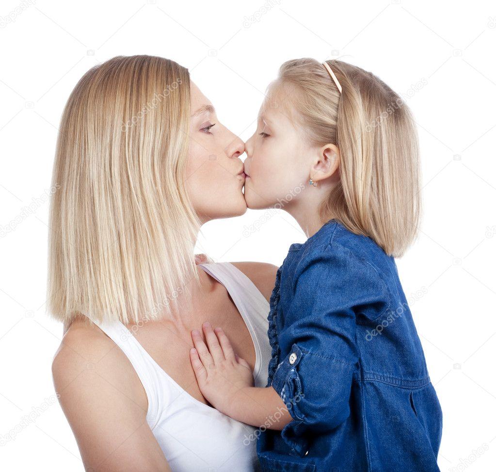 Сын целуется с мамой 21 фотография
