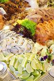 Meeresfrüchte - Lachs und Garnelen — Stockfoto