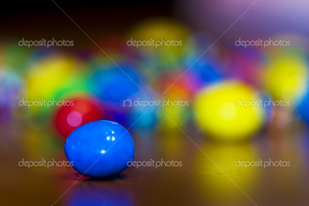 Focus on single piece of candy with others blurred (Bokeh) in the background — Stockfoto #11219504