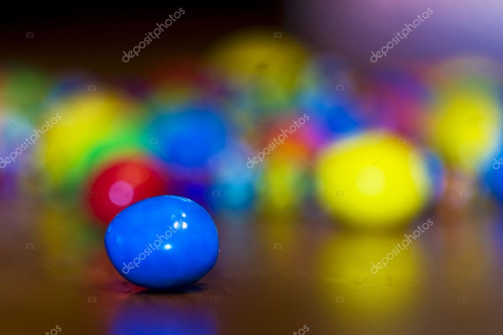 Focus on single piece of candy with others blurred (Bokeh) in the background — Stok fotoğraf #11219504