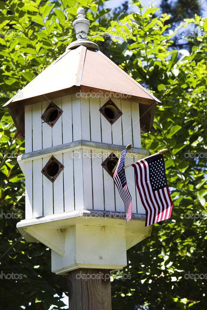 Birdhouse being patriotic flying two small American Flags during holidays — Stock Photo #11435034