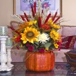 Fall and autumn floral arrangement on home's coffee table — Stockfoto