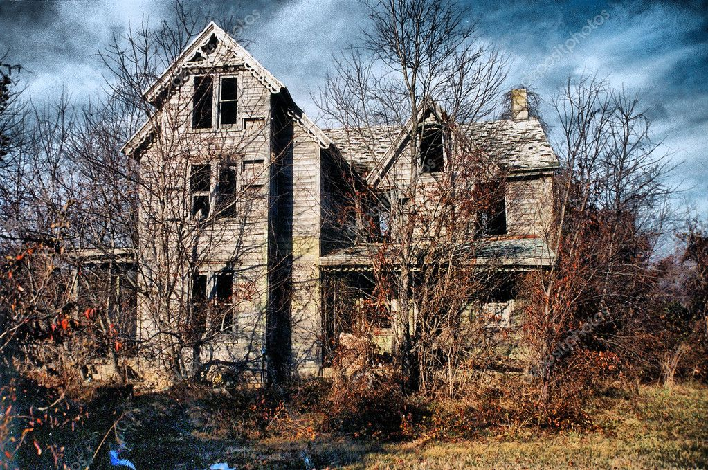 Old worn down house left in ruins - appears to be haunted — Stock Photo #11488819