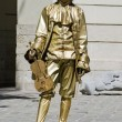 Living statue - the man in the image of the musician — Stock Photo