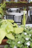 オープンエアのレストラン。ストリート 07 上のテーブル — ストック写真