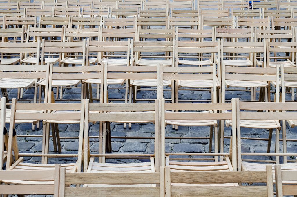 Empty wooden chairs on the pavement — Stock Photo #11891078