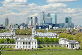 Looking over Greenwich with Canary Wharf in the background — Stock Photo