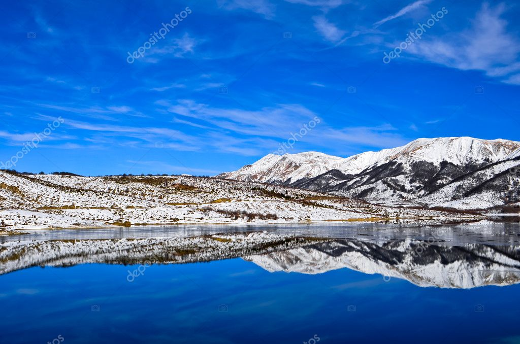 The Campotosto Lake frozen in winter. — Stock Photo #11120787