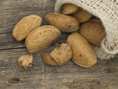 Whole almonds — Stock Photo