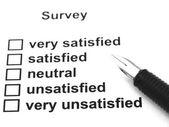 Umfrage, fragebogen und stift — Stockfoto