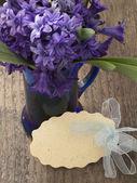 étiquette-cadeau avec des fleurs — Photo