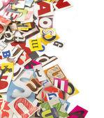 Briefe aus der zeitung ausschneiden — Stockfoto