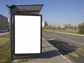Město světlo na autobusové zastávky, prázdné místo pro vaši reklamu — Stock fotografie